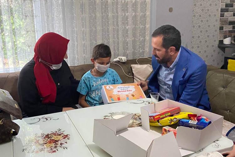 Beykoz'da çocuklara ilk oruç hediyesi