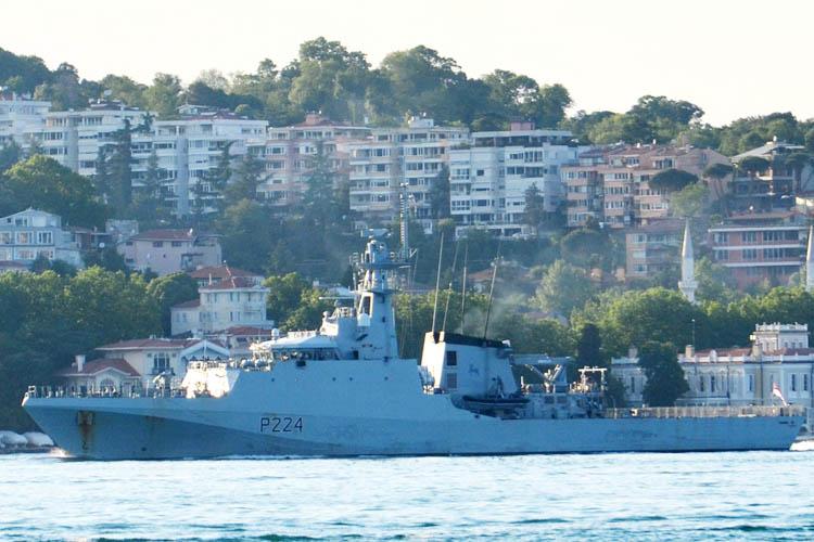 İngiliz açık deniz savaş gemisi Beykoz açıklarında