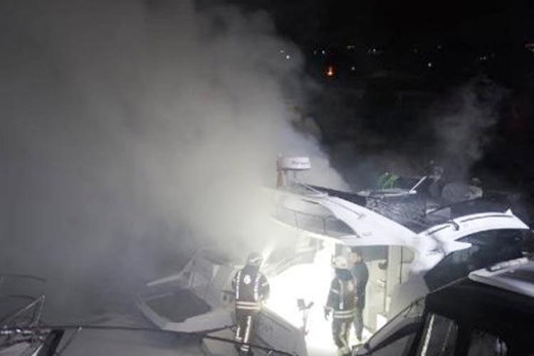 Beykoz, Göksu Deresi'nde demirli yatta yangın çıktı