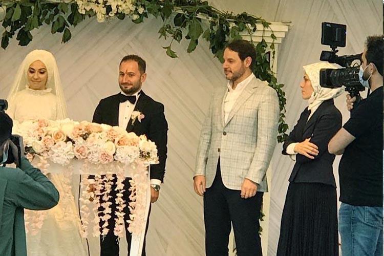 Berat Albayrak Beykoz'da bir düğünde görüntülendi