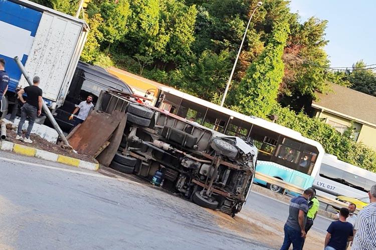 Beykoz Konakları Kavşağında feci kaza 2 yaralı