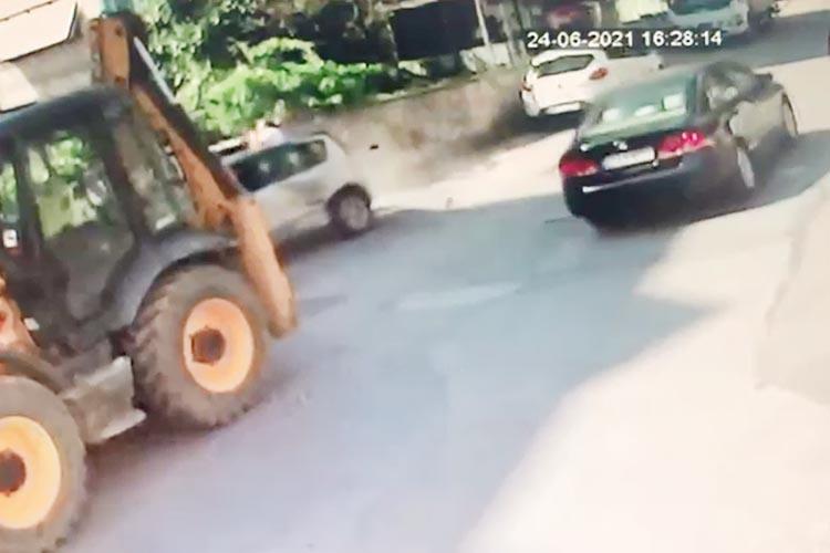 Beykoz'da ibretlik trafik kazası kameralara yansıdı