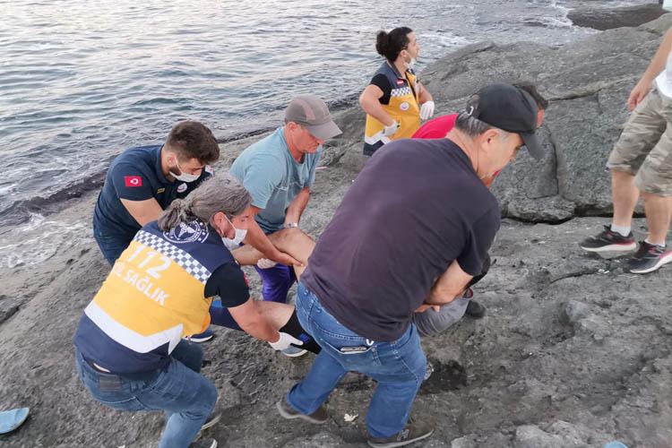 Beykoz'da balık tutan kişi kayalıklardan yuvarlandı