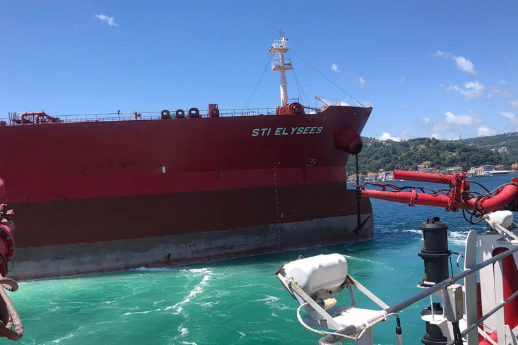 Dev yük gemisi Beykoz açıklarında arızalandı