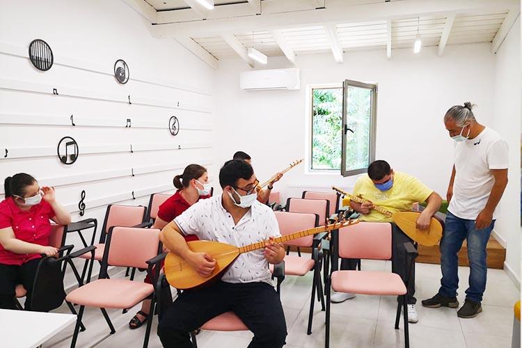 Beykoz'da engelleri müzikle aşıyorlar