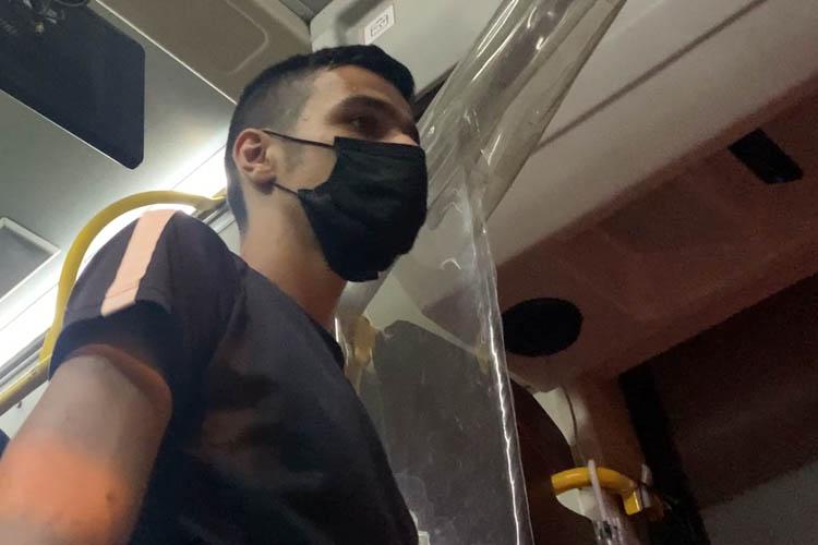 Beykoz'da bir genç yolcu dolu otobüsü rehin aldı