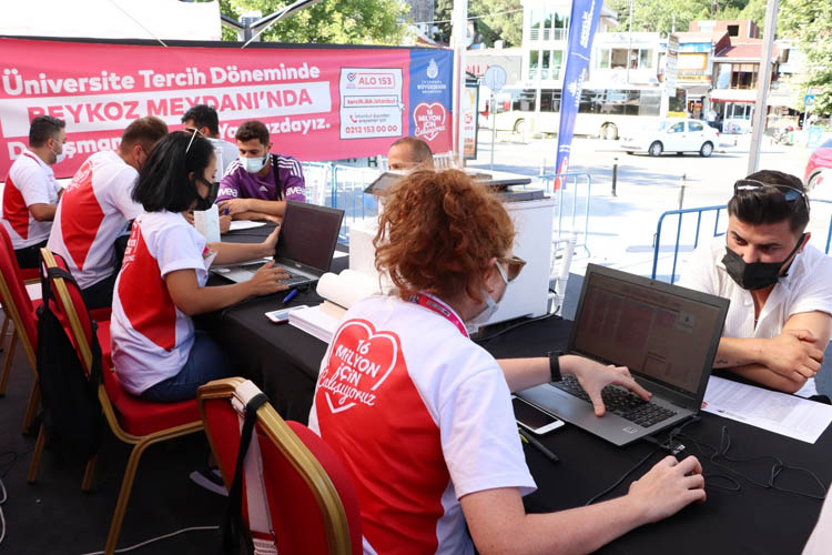 Beykoz On Çeşme Meydanı'nda tercih maratonu başladı