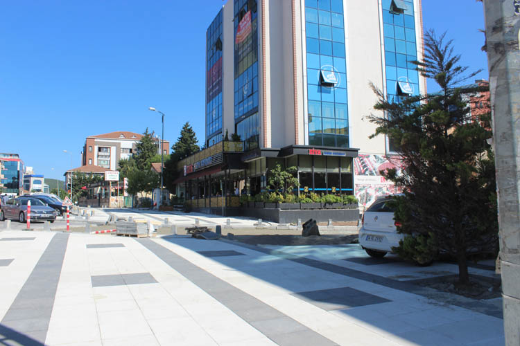Beykoz'da kaldırımlardan esnaf da dertli vatandaş da
