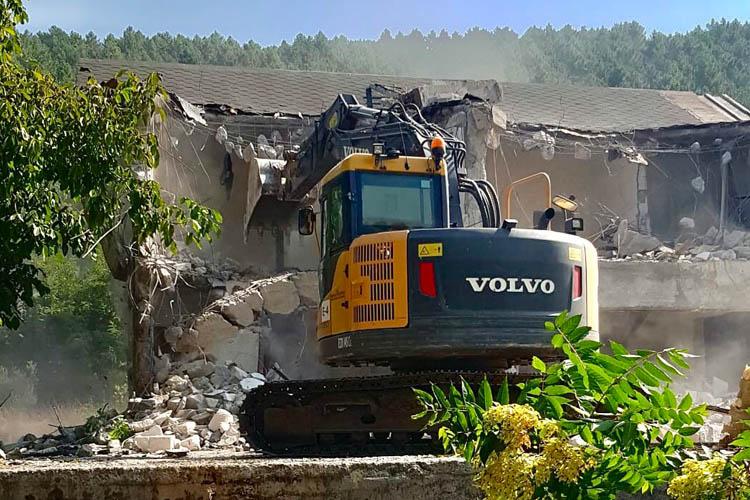 Beykoz'da bir kaçak yapı daha yıkıldı