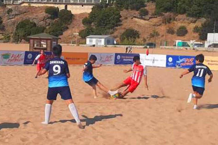 Riva'daki plaj futbolu turnuvasında heyecan büyük