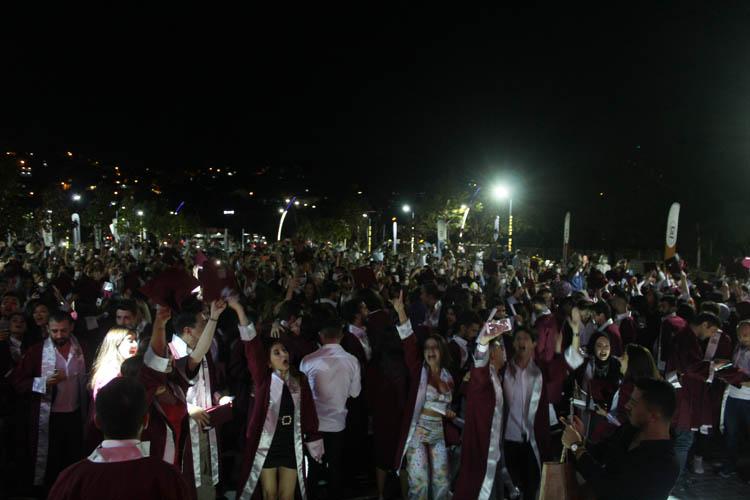 Beykoz Üniversitesi 2020-2021 mezunlarını uğurladı