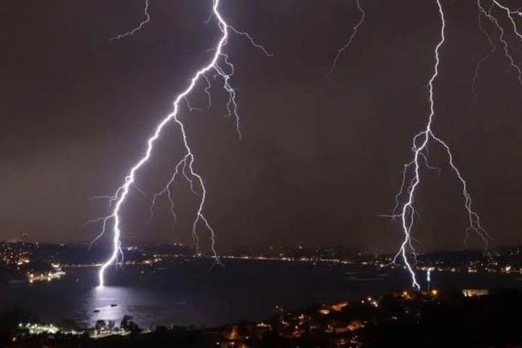 Sağanak ve fırtınanın bilançosu Beykoz'a ağır oldu