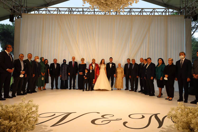 Beykoz'un düğününe siyasetçi akını