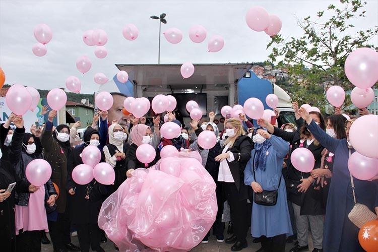 Beykoz'da pembe balonlar uçurdular